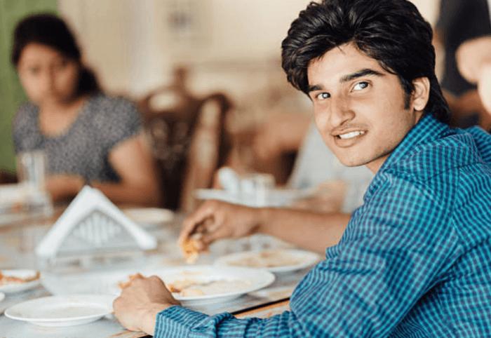 インド人はカレーを手で食べちゃうぐらい大好き
